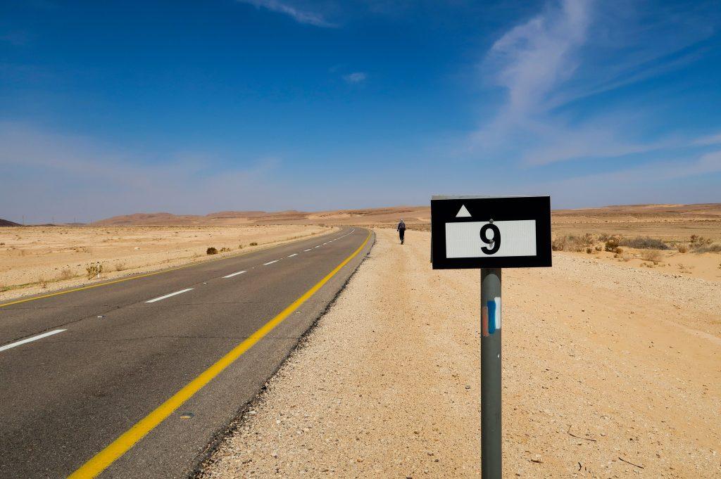 Roadwalk v pouši Negev na Izraelské národní stezce