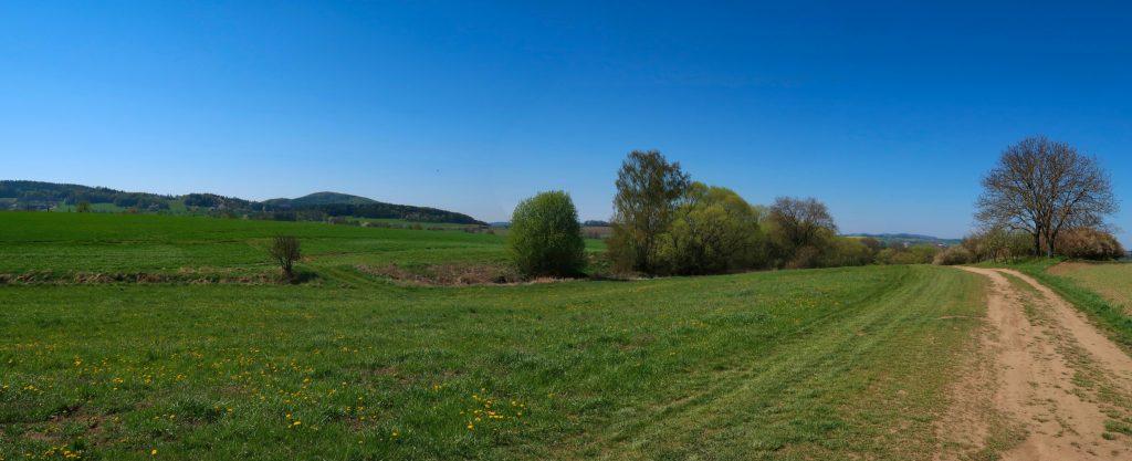 Poutní cesta Blaník - Říp pohled na Blaník od vsi Kondrac