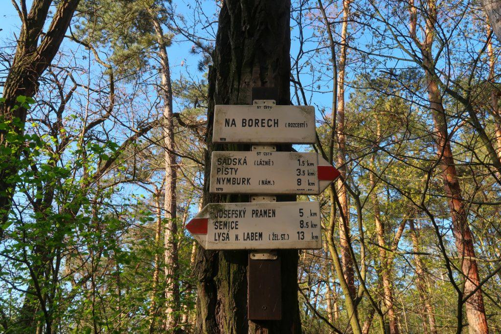 Poutní cesta Blaník Říp rozcestník Kersko