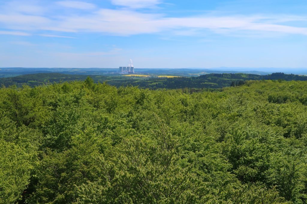 Pohled na Temelýn z rozhledny Vysoký Kamýk