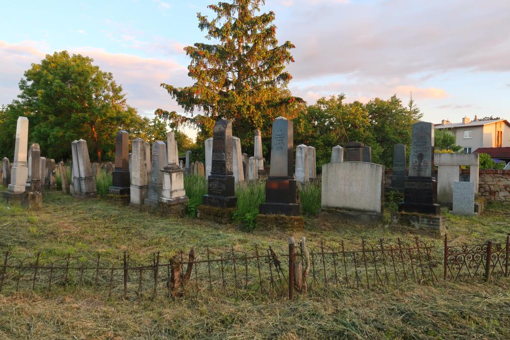 Rousínov hřbitov