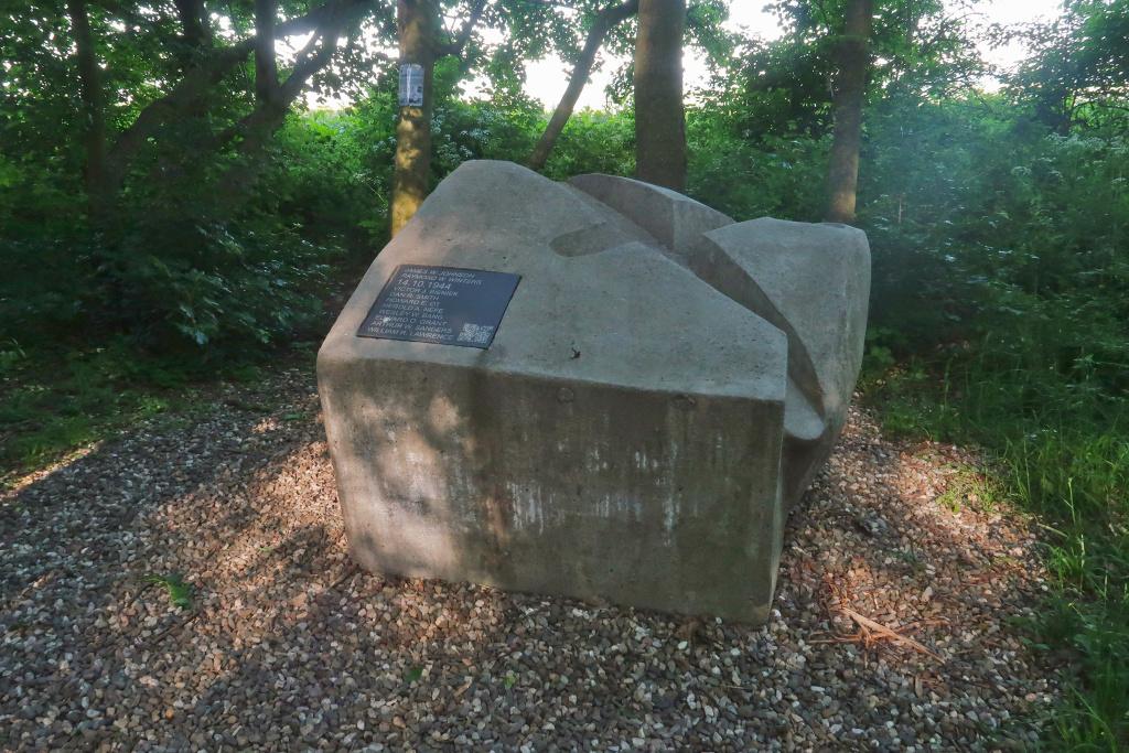 Pomník nouzového přistání B17